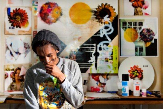 Artist Mtendrere Mandowa with art